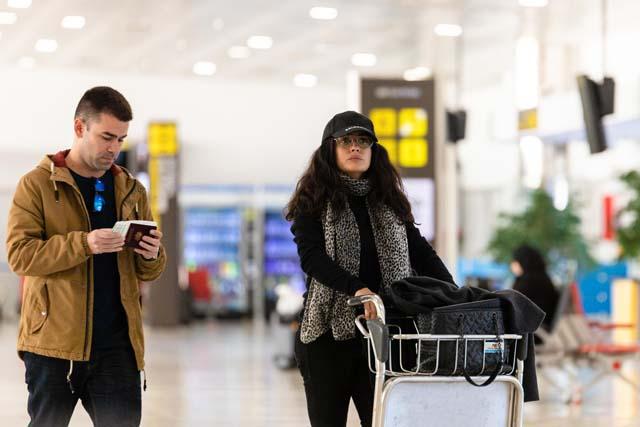 Salma Hayek a su llegada al aeropuerto de Almería