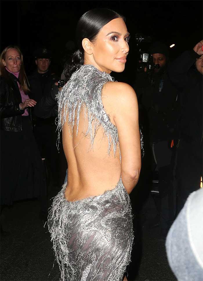 Moda Kim Kardashian Sorprende Con Su Look Y Compite Con El