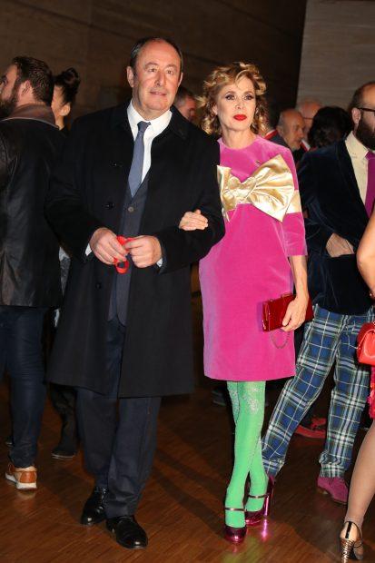 Letizia se calza unos 'Leonor' y deslumbra de rojo en su cita más fashion