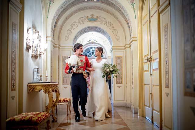 Fernando Fitz James Stuart y Solís con Sofía Palazuelo el día de su boda