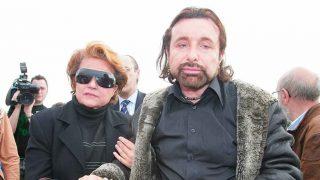 José Manuel Parada y Carmen Sevilla, durante el funeral por Rocío Durcal /Gtres