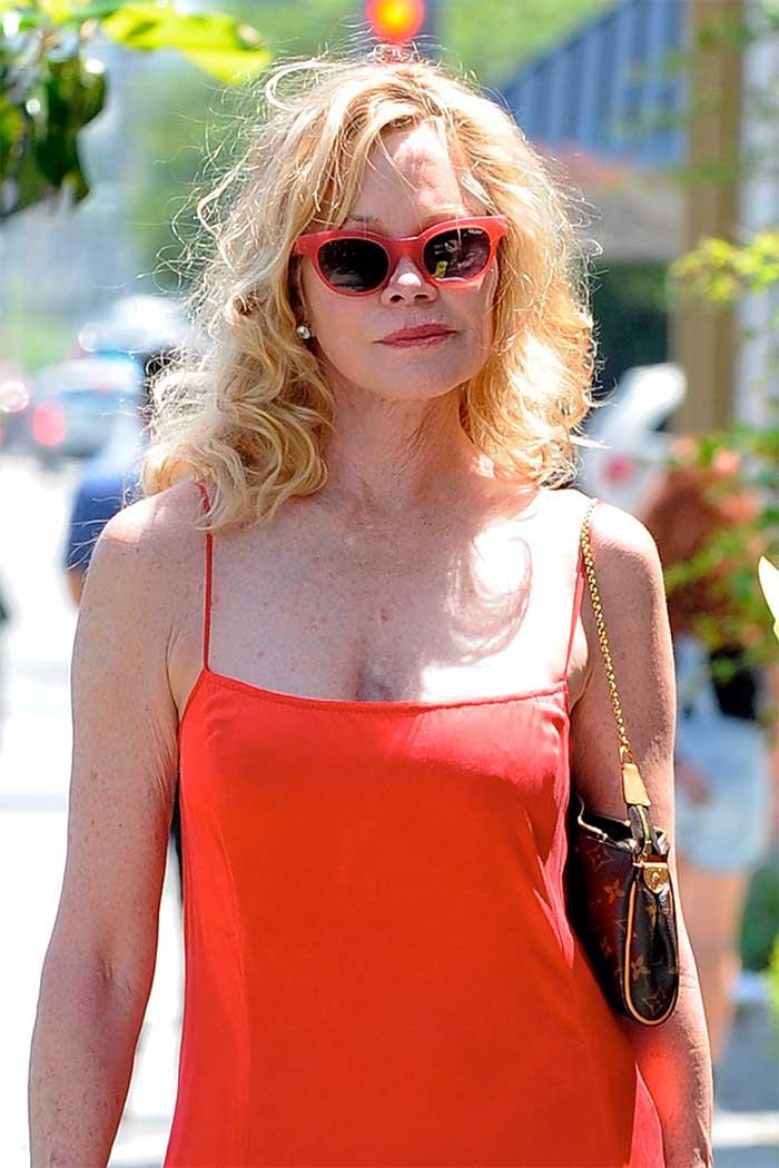 Melanie Griffith paseando por Los Ángeles