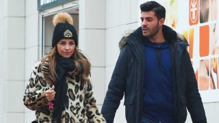Miguel Torres y Paula Echevarría, caminando por las calles de Madrid en una imagen reciente / Gtres