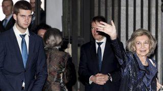 La reina Sofía y Juan Valentín a la salida del Teatro Real /Gtres