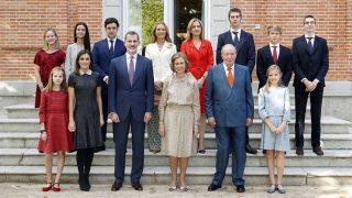 La Familia Real posando en el cumpleaños de la reina Sofía / Gtres