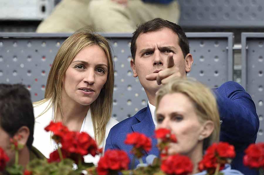 Albert Rivera y Beatriz Tajuelo durante el Open de Tenis de Madrid de 2016