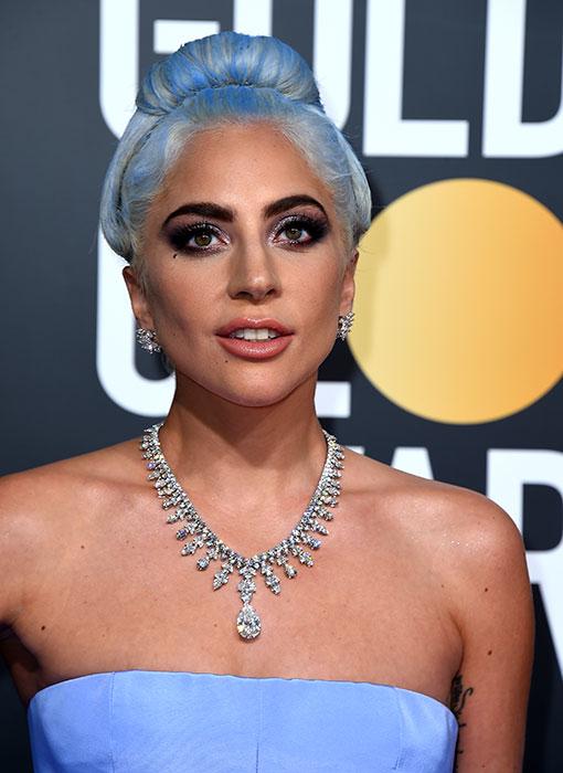 El collar de 5 millones de dólares de Lady Gaga y otros joyones de los Globos de Oro