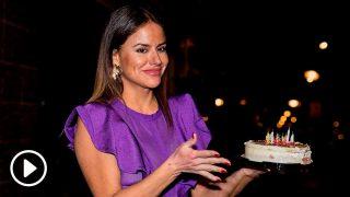 Mónica Hoyos, con la tarta de su cumpleaños / Gtres