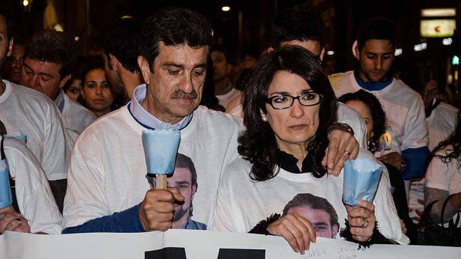 padres de Mario Biondo durante un homenaje a su hijo en Palermo en 2014