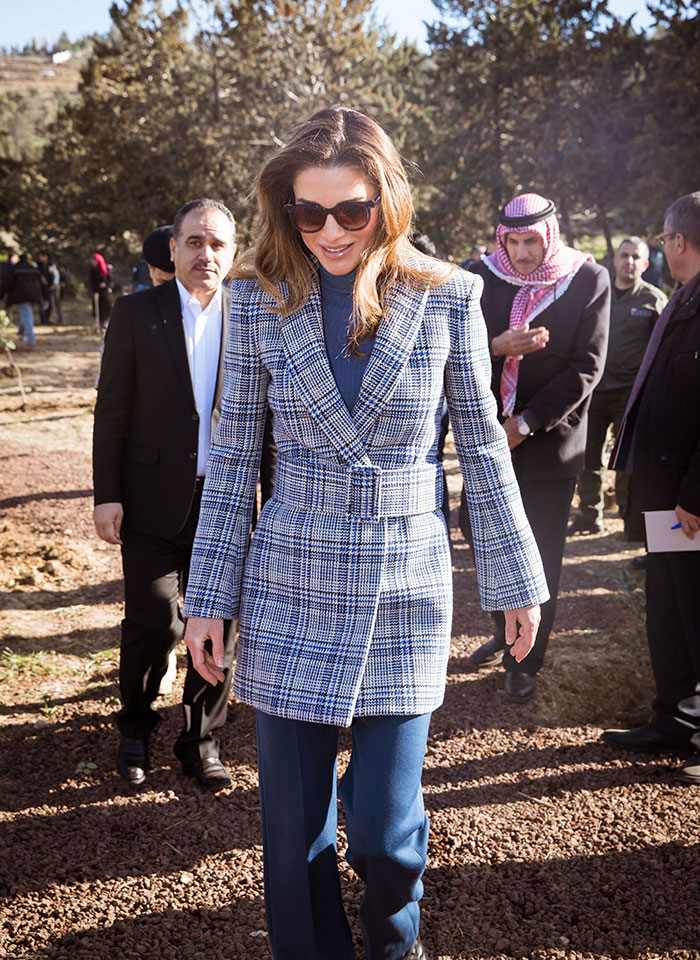 Rania de Jordania con abrigo Off-White