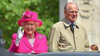La reina Isabel y el duque de Edimburgo, aficionados a la conducción de riesgo / Gtres