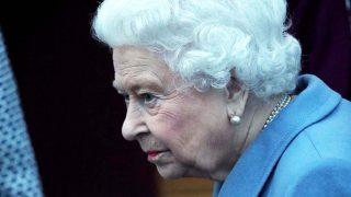 La reina Isabel II, en su visita anual al Instituto de la Mujer / Gtres.