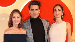 Isabel Preysler, Jon Kortajarena y Eugenia Silva, protagonistas de la alfombra roja / Gtres.