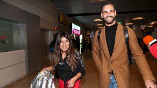 Isa Pantoja y Asraf, en el aeropuerto / Gtres.