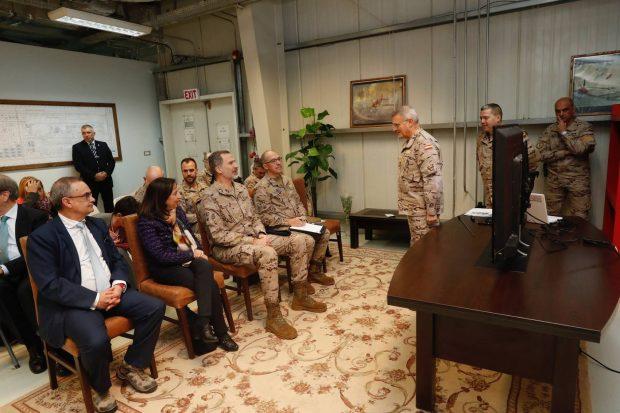 El rey Felipe celebra su cumpleaños con una visita sorpresa a las tropas españolas en Irak