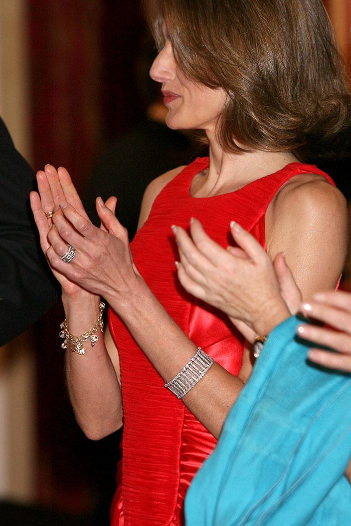 Las pulseras que doña Sofía regaló a Letizia