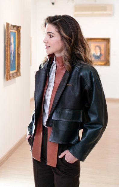 Descubre la chaqueta-trampa de Rania de Jordania de la que te vas a enamorar