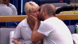 María Jesús Ruiz y Antonio Tejado se besan en la casa de 'GH DÚO'/ Telecinco