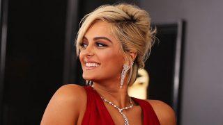 Bebe Rexha radiante durante la última edición de los Grammy / Gtres