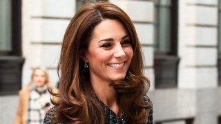 GALERÍA: El look con minifalda de Kate MIddleton de pies a cabeza / Gtres