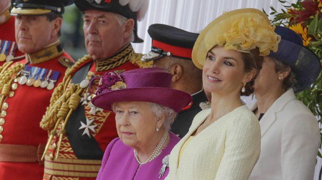 Primero la reina Isabel y ahora Camilla: Las británicas vuelven a tomar la delantera a doña Letizia