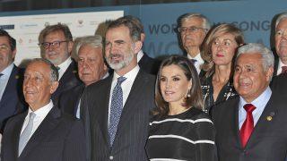 Los Reyes a su llegada al Teatro Real / Gtres