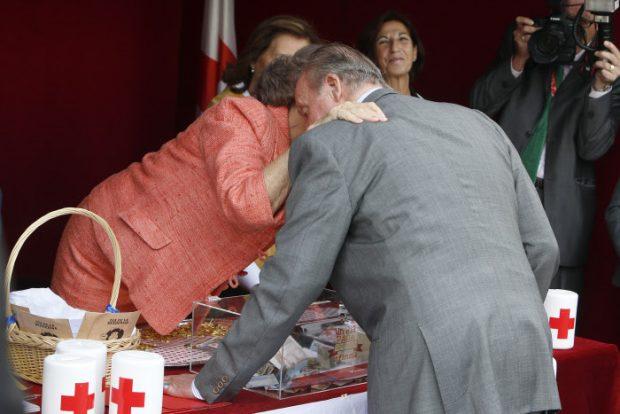 Besos para el recuerdo: La prueba de que los Reyes siguen el ejemplo de don Juan Carlos y doña Sofía
