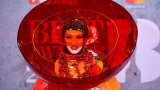 GALERÍA: Premios Brit 2019: las estrellas sacan sus armas de estilo más excéntricas. / Gtres