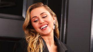 Miley Cyrus vuelve a ser la protagonista en las redes gracias a un sugerente topless / Gtres