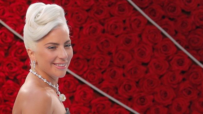 5e34f765d5bf Premio Oscar 2019  Lady Gaga se convierte en Audrey Hepburn con el ...
