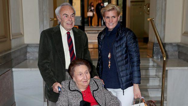 La infanta Margarita con su hija María y su marido, Carlos Zurita
