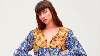 Modelo posando con uno de los últimos vestidos de Zara