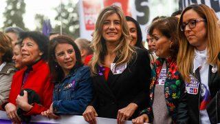 Begoña Gómez, cabeza de pancarta en la manifestación por el Día de la Mujer / Gtres