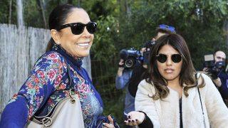 Isa Pantoja junto a su madre en el cumpleaños de su hijo Alberto / Gtres