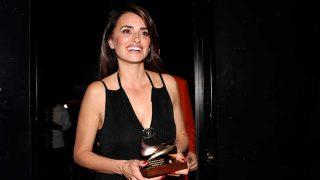 Penélope Cruz, recogiendo el premio a Mejor Actriz entregado por la Unión de Actores y Actrices / Gtres