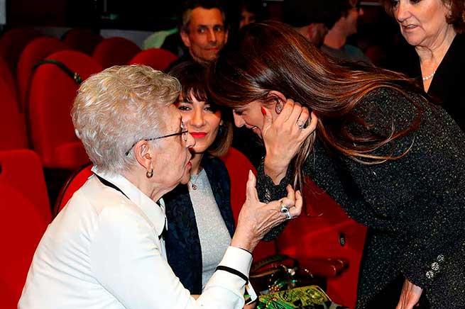 Penélope Cruz se 'reconcilia' con el cine español en compañía de su suegra