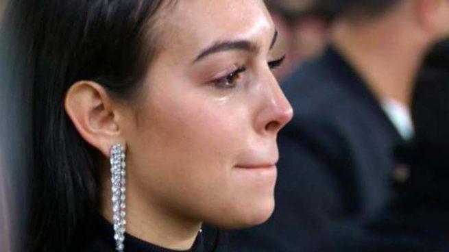 Georgina llorando