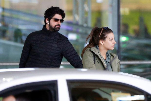 Ana Guerra y Miguel Ángel Muñoz a su llegada a Madrid tras su viaje