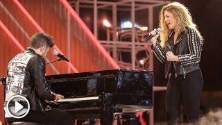 Miriam Rodríguez y Pablo López, interpretando su canción en los Premios Cadena Dial / Gtres