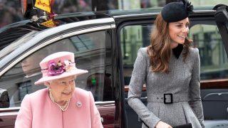 Kate y la reina Isabel han acudido juntas a un acto / Gtres