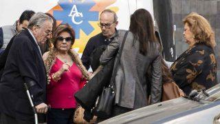 Familiares de Jorge Javier Vázquez en las puertas del hospital /Gtres