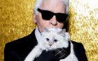 El diseñador Karl Lagerfeld y su gata Choupette