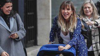 Aina Clotet pasea por Málaga con su hijo, tras la polémica con Leticia Dolera / Gtres.