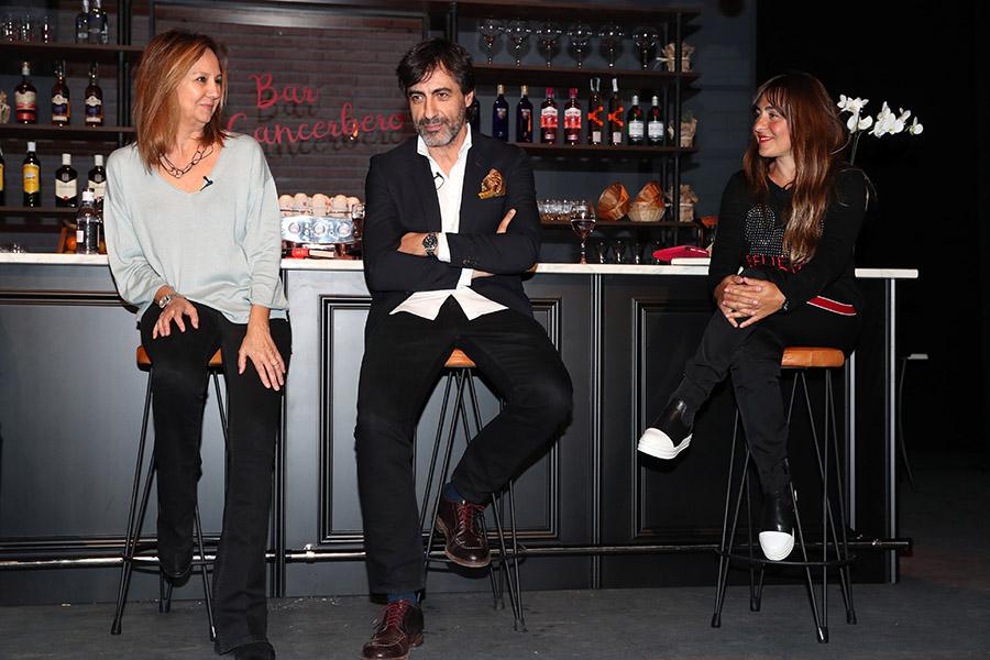 Juan del Val con María Dueñas y Candela Peña