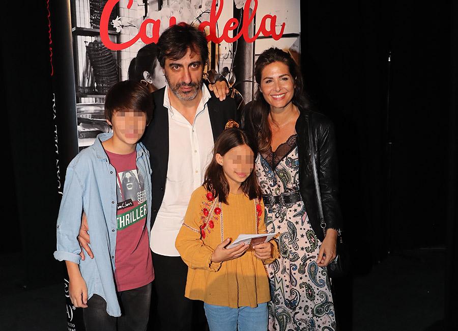 Juan del Val junto a Nuria Roca y dos de sus hijos