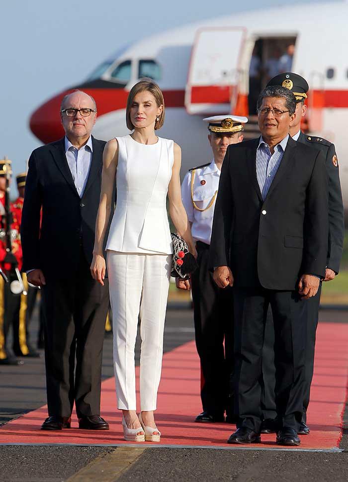 ¿Picotazos o heridas? El fallo de estilo de la Reina Letizia en Argentina que podría haber evitado con un pantalón