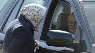 La reina Isabel y el duque de Edimburgo en una imagen de archivo / Gtres