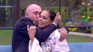 Isabel Pantoja, muy emocionada, le contó a su hijo que irá a «Supervivientes»./Mediaset