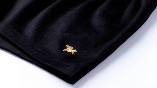 El modelo está bordado con hilo de oro de 24 quilates. / Nice Laundry