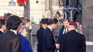 El príncipe Carlos de Inglaterra y Lady Di a las puertas de la catedral /Gtres